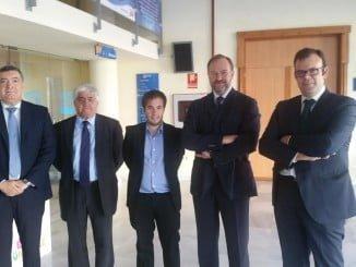 Antonio Germán Pontón, acompañado por los titulares de la FOE y de miembros de AJE