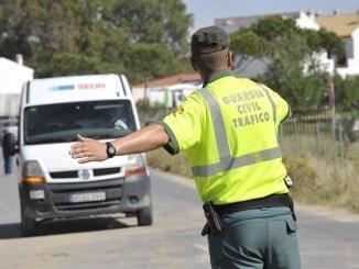 Agentes Servicio Marítimo Provincial de la Guardia Civil en Huelva y de la GNR portuguesa del Mar