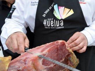 El jamón es uno de los productos estrella de la rica gastronomía onubense