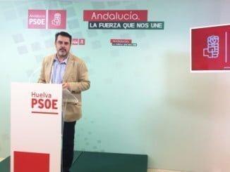 Jesús Ferrera, en rueda de prensa para defender el funcionamiento de la salud en Huelva