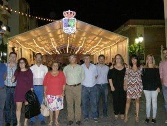 La alcaldesa y  parte de la Corporación en el acto simbólico del encendido del alumbrado de las Fiestas Patronales de Isla Cristina.