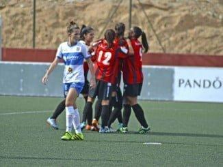 Las jugadoras del Sporting de Huelva celebrando uno de los tres goles logrados en Tenerife, aunque no pudieran puntuar.