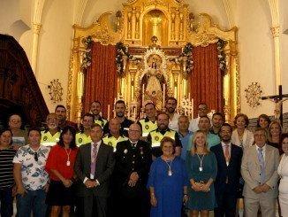 Los miembros de la Corporación Local junto a los efectivos del Cuerpo de la Policía Local isleña
