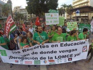 La Plaza de las Monjas ha acogido una manifestación convocada por los sindicatos