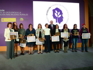 La representante de Grupo Medina, la primera a la izquierda, junto al resto de premiadas