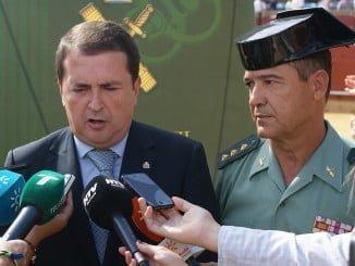 El coronel jefe de la Comandancia de la Guardia Civil junto al subdelegado del Gobierno