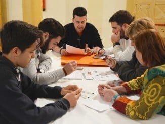 Reunión para abordar el nuevo reglamento de participación ciudadana del Ayuntamiento de Huelva.