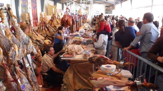 Todo a punto para que comience la Feria del Jamón en Aracena