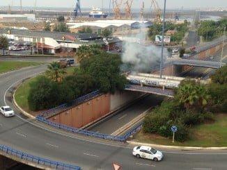 Los bomberos acudieron al lugar apenas unos minutos después de producirse el incendio