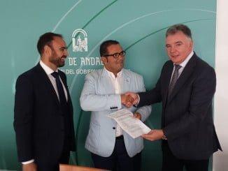 El delegado del Gobierno de la Junta de Andalucía  y el delegado territorial de Agricultura