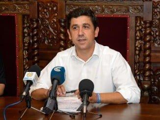 IU exige al Alcalde de Ayamonte que cumpla con sus obligaciones