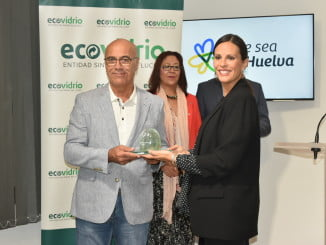 Bibiano Oria recibe la distinción de Ecovidrio por su trabajo en favor del reciclaje