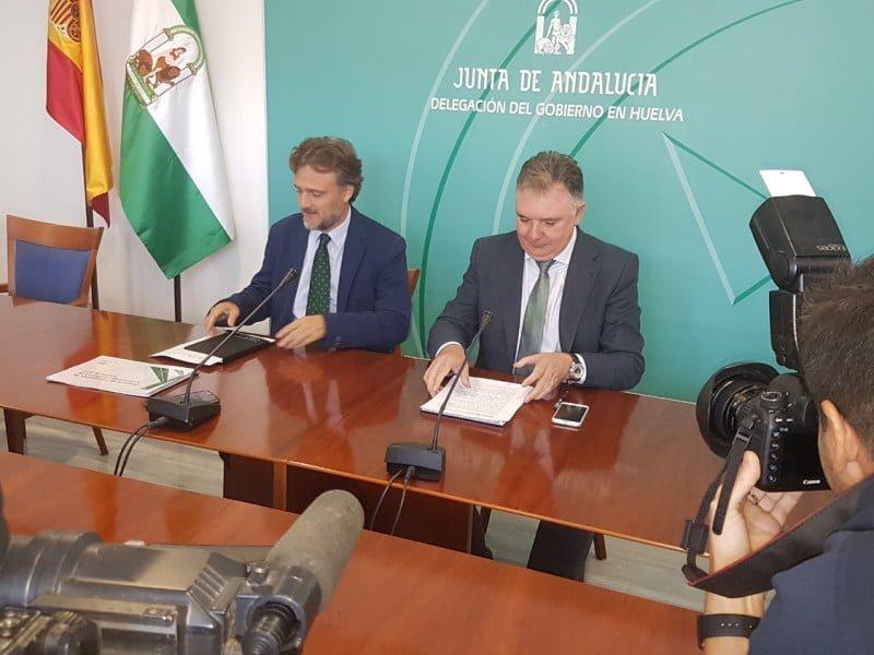 El consejero de Medio Ambiente ha presentado los presupuestos de 2017 junto al delegado del Gobierno andaluz
