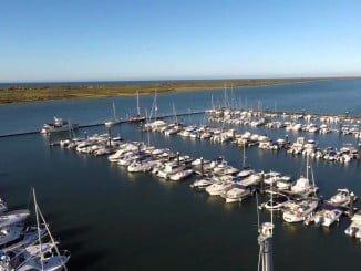 El puerto de El Rompido es uno de los recintos que podrán visitar los escolares