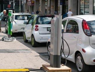 El equipo de Gobierno pretende impulsar el vehículo eléctrico en la ciudad