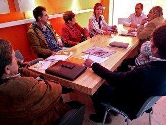 Los concejales del grupo municipal de Ciudadnanos, Enrique Figueroa y Ruperto Gallardo, durante la reunión con los miembros de AMO