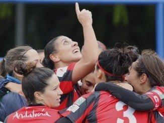 Las jugadoras del Sporting son una piña y celebran cualquier punto conseguido.