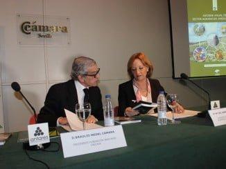 Carmen Ortiz, junto a Braulio Medel en el acto de presentación del 'Informe Anual del Sector Agrario en 2015'