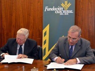 Los presidentes de Fundación Caja Rural del Sur en la firma del convenio