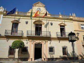 En los últimos plenos del Ayuntamiento, el alcalde prometió publicar los sueldos