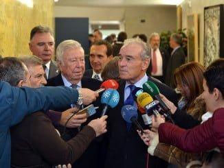 El  director general del INTA, Ignacio  Azquea, contestando a las preguntas de los medios en Huelva