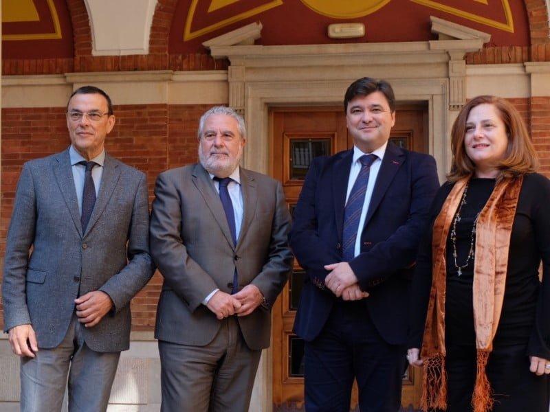 El alcalde, el presidente de la Diputación y el director de Canal Sur han anunciado la noticia