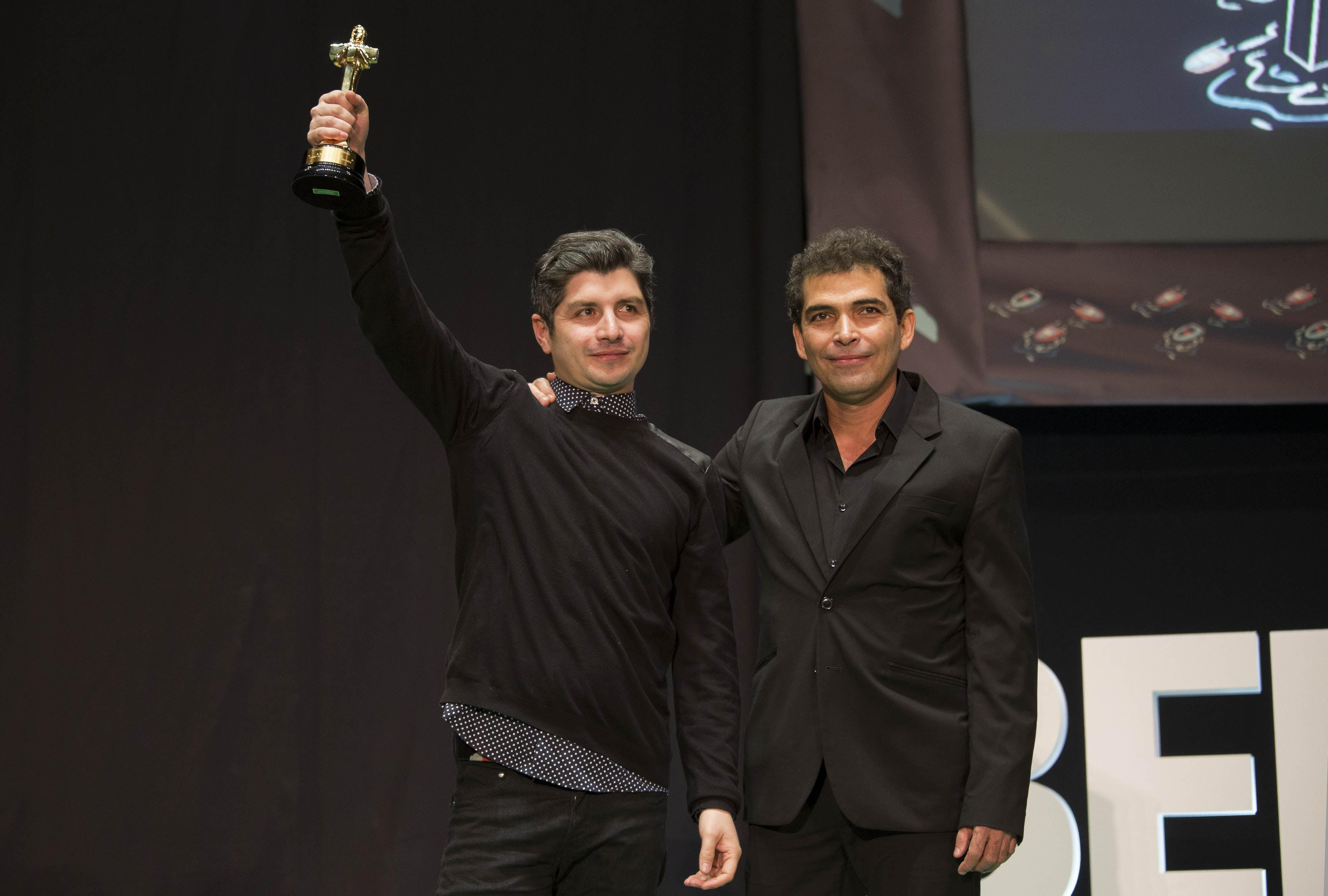 Simón Hernández con el Colón de Oro en la gala de clausura