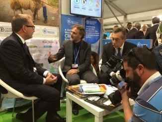 José Fiscal junto al director de la FAO, Martin Frick