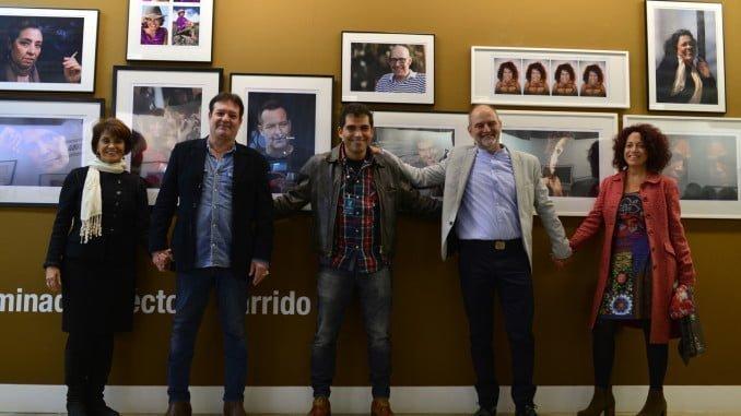 Héctor Garrido ha estado acompañado en la presentación de la muestra por artistas cubanos