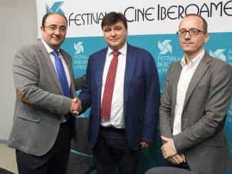 Gabriel Cruz, el director gerente de Emahsa y el director del Festival