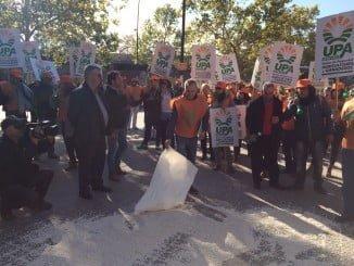 La manifestación, convocada por UPA Andalucía, ha querido denunciar esta situación
