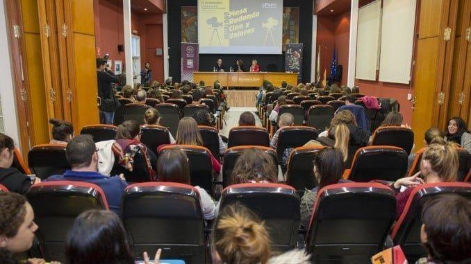El debate, celebrado en la Facultad de Ciencias de la Educación, ha despertado un gran interés