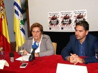 La alcaldesa y el concejal de Comercio de Isla Cristina durante la presentación del Black Friday