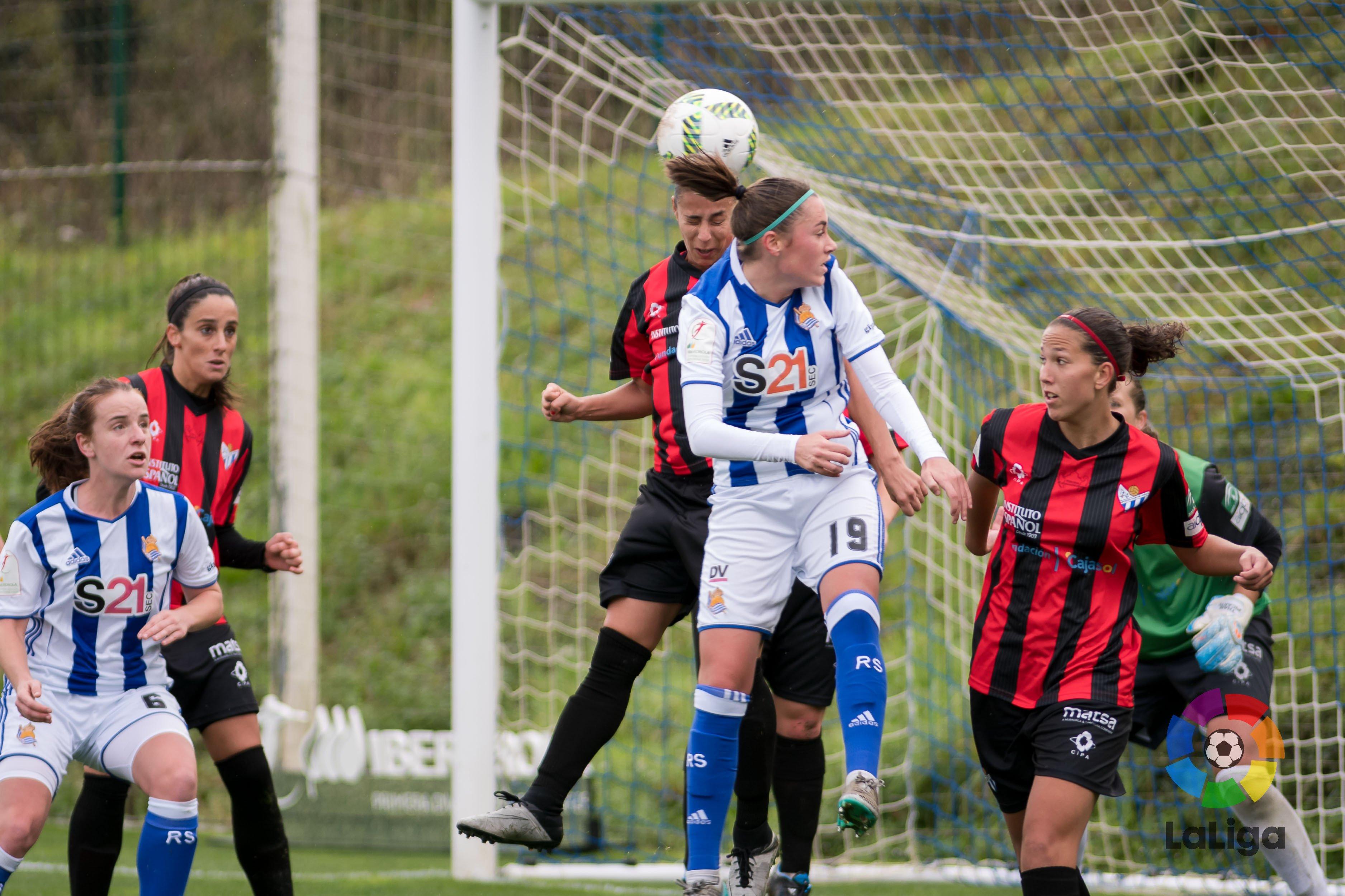 La buena defensa del Sporting fue clave en la victoria en San Sebastián.