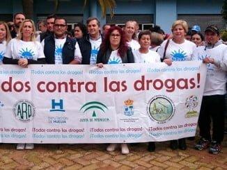 Las autoridades de Isla, junto a representantes de distintas asociaciones en la cabecera de la marcha