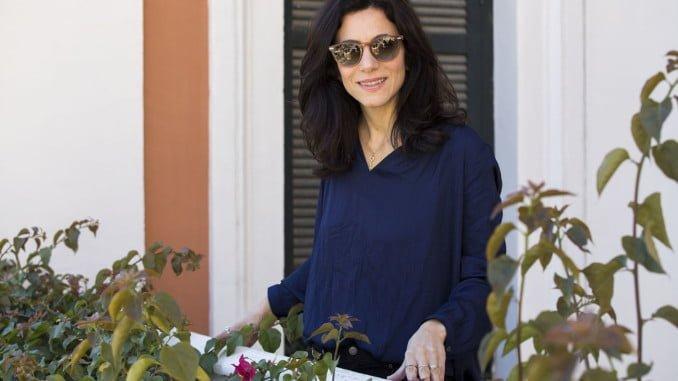 La directora de 'California', Marina Person, en uno de los balcones de la Casa Colón