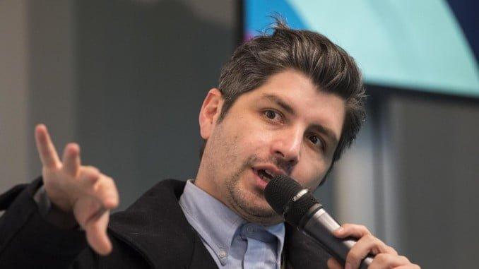 El productor y editor colombiano Simón Hernández Estrada