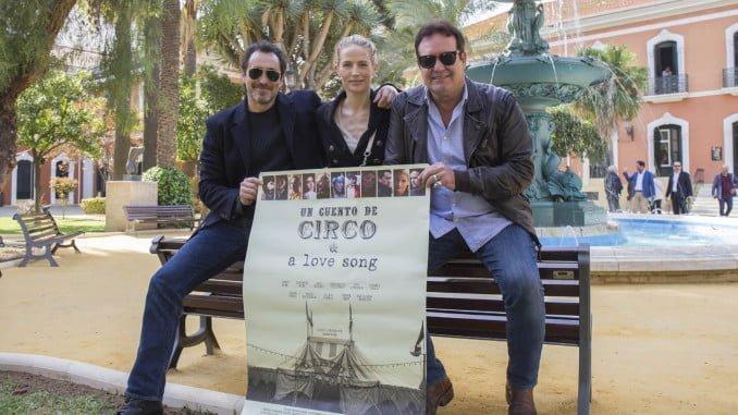 Bichir, Sherk y Perugorría ante el cartel de la película que abre el Festival de Cine