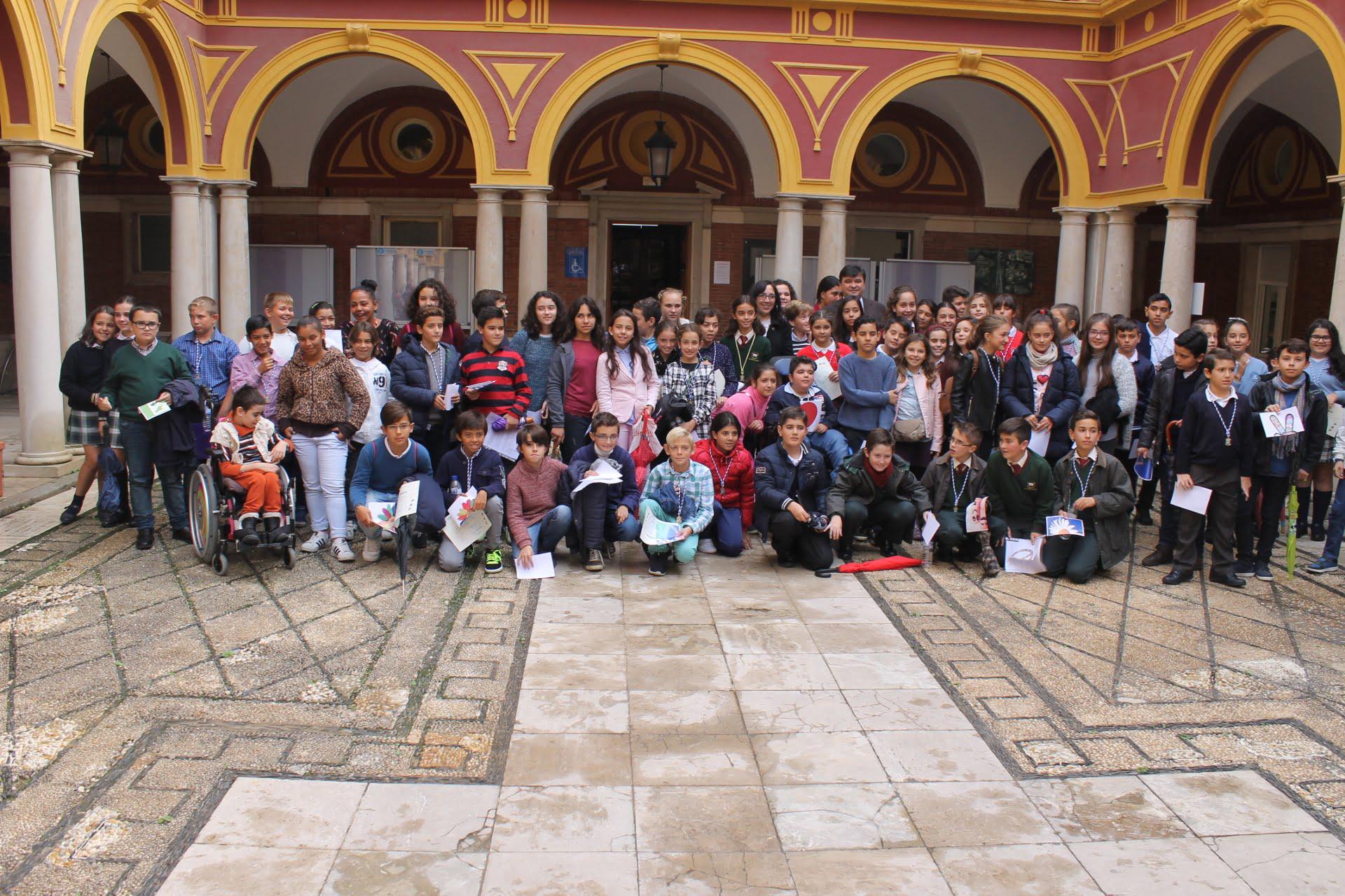 Foto de familia de todos los participantes en el Pleno Infantil