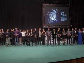 Foto de familia de los premiados en la gala de clausura del Festival