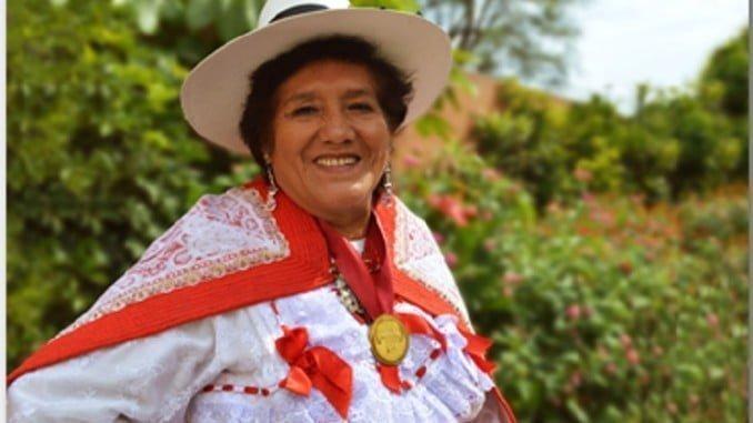 Rosario Medrano defensora de los derechos de las mujeres y premiada con la Orden del Mérito a la Mujer 2013 del Ministerio de la mujer peruano