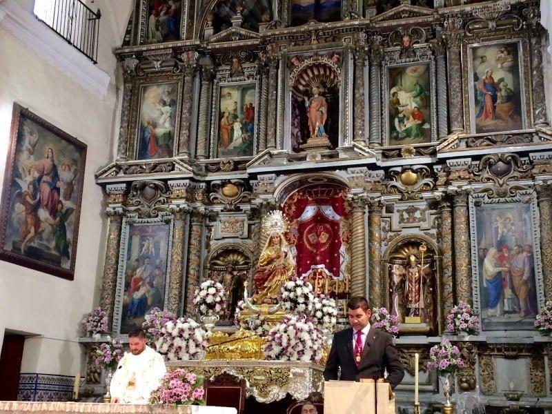 La iglesia se llena de vecinos para proclamar a la Virgen del Reposo como defensora de los terremotos