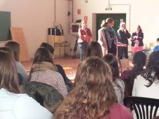 Alumnos de Paterna asisten al programa piloto de teatro psicosocial contra la violencia de género