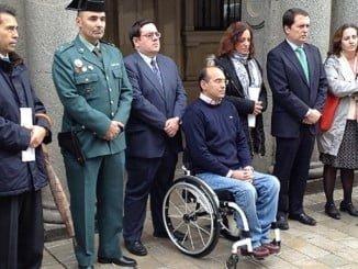 Minuto de silencio en la Subdelegación del Gobierno en recuerdo de las víctimas en accidente de tráfico