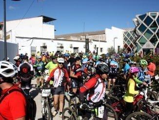 Los más de 200 participantes pudieron conocer la Cooperativa Vinícola de Bollullos
