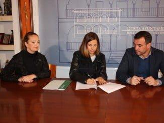 La delegada territorial de Fomento y Vivienda ha firmado un convenio con el alcalde de Bollullos