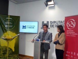 El diputado territorial de la Sierra y de Agricultura, Ezequiel Ruiz, presentando el premio
