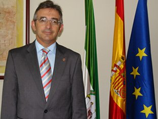 El rector de la UHU, Francisco Ruiz, será jurado en estos premios