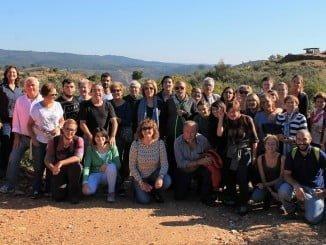 El grupo que ha participado en la actividad ante los dólmenes del Pozuelo