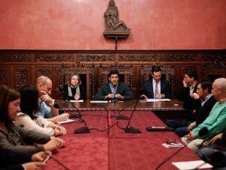 Reunión con agentes sociales y empresarios en el Ayuntamiento de Ayamonte